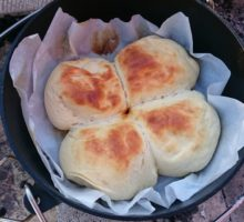 キャンプで出来るパンの焼き方