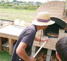自作のピザ窯でピザパーティー