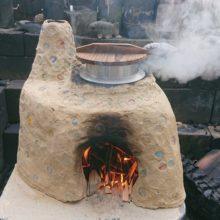 自作のかまどでわかめご飯を炊く(レシピ)