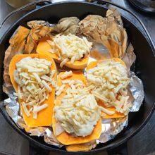 ダッチオーブンでバターナッツかぼちゃグラタン
